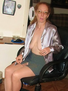 Amateure in nylons